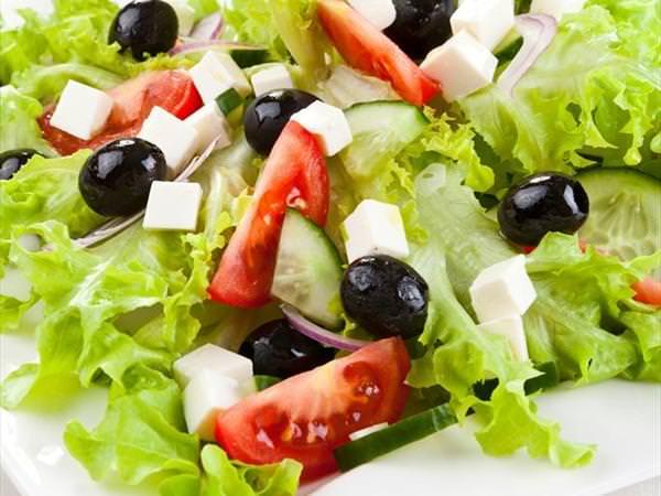 akdeniz-salatasi-uzan-et-mangal